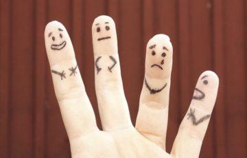 指人形たち