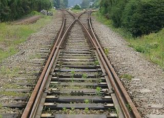遠くまで続く線路