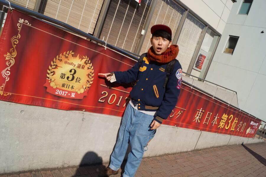 ¥5000を持つ翔太先生5