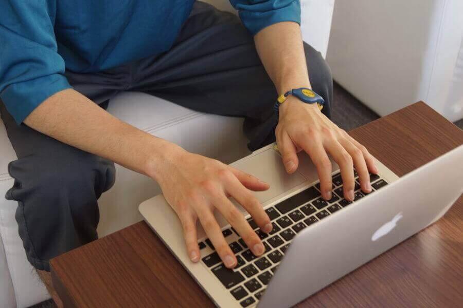 パソコンを操作する