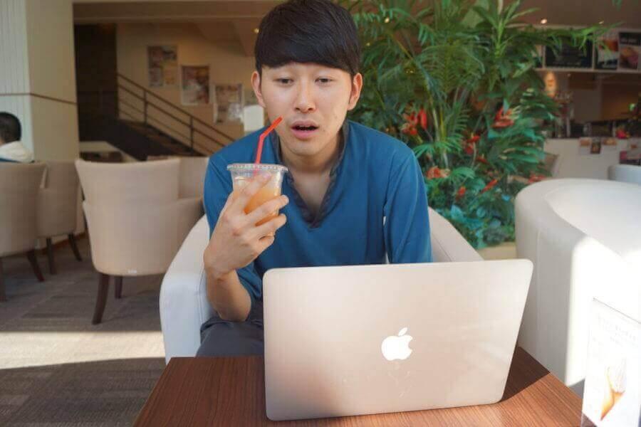 グレープフルーツジュースを飲む2